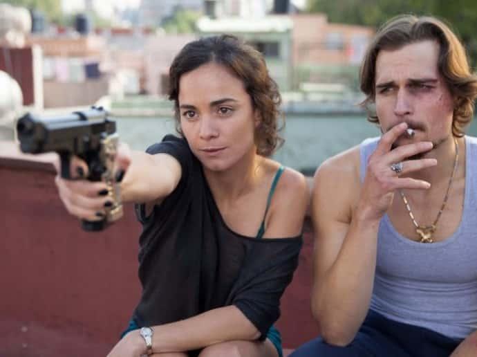 Alice Braga y Jon-Michael Ecker en 'Queen of the South'