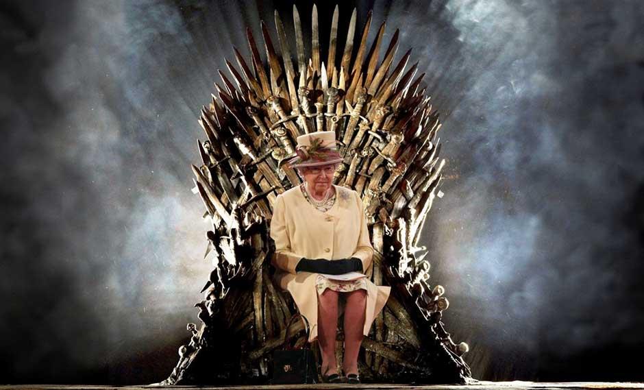 La Reina de Inglaterra en el Trono de Hierro