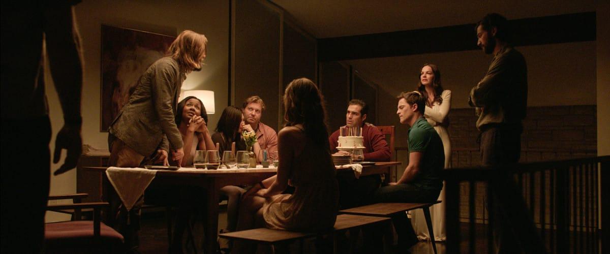 Elenco de 'La Invitación' (The Invitation), durante la filmación de una de las escenas del intenso thriller.