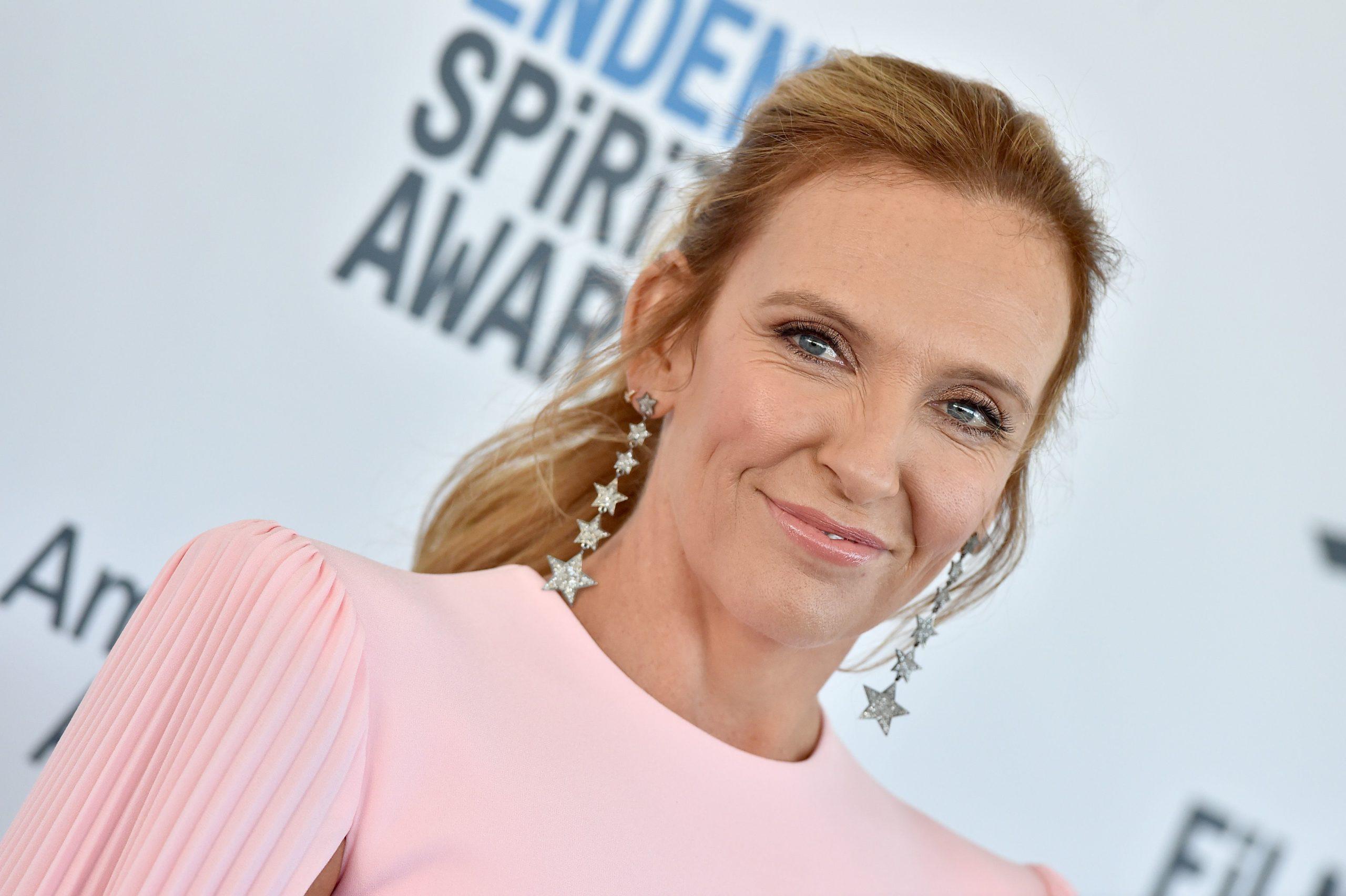La actriz Toni Collette protagonizará la serie Pieces of Her de Netflix