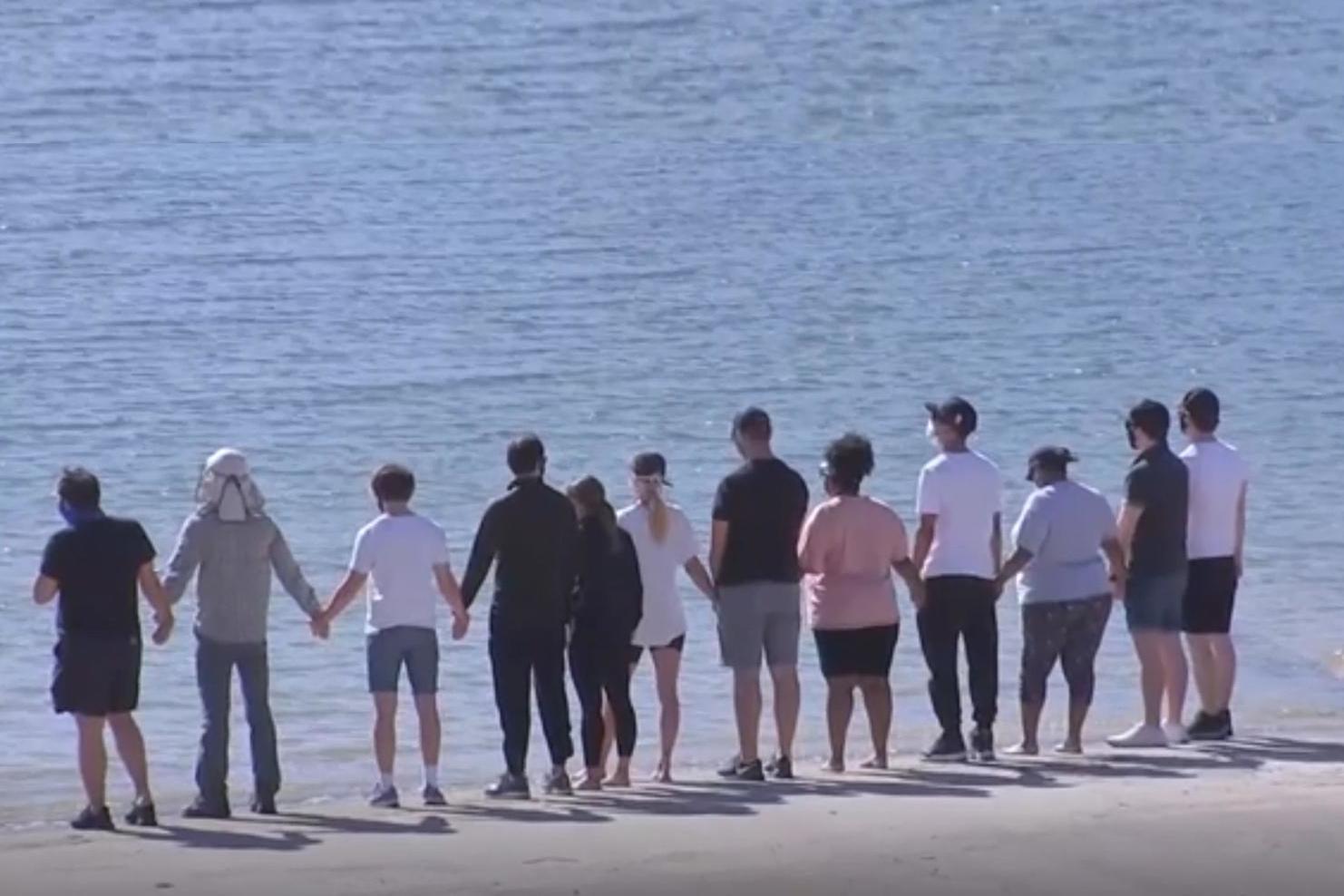 El elenco de Glee despide a Naya Rivera en Lago Piru, con foto de Shutterstock