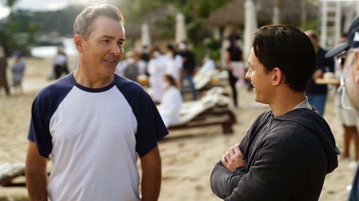 Ruben Fleischer y Tom Holland rodando Uncharted