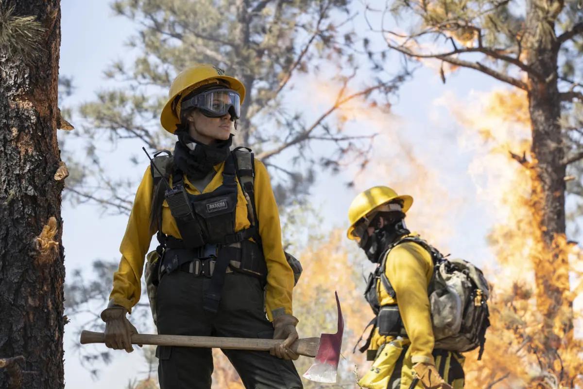 'Those Who Wish Me Dead': Angelina Jolie vs incendios y asesinos en tenso tráiler